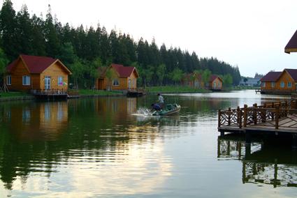 明珠湖公园地处祖国第三大岛——崇明岛西南部.